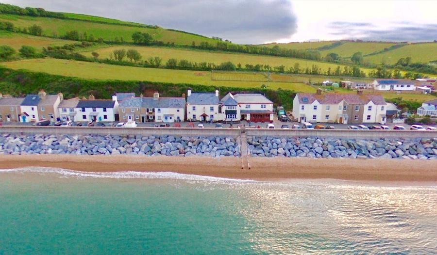 the-beach-at-slapton-is-a-stunning-smooth-pebble-beach-situated-between-dartmouth-and-kingsbridge-on-the-south-devon-coast-an-area-of-outstanding