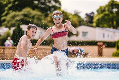 Ashburn Springs Outdoor Pool